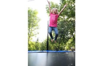 Trampoline de jardin, kart à pédales, draisienne, de l'originalité et des sensations pour vos enfants