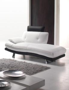 Comment entretenir et nettoyer un salon en cuir les - Enlever tache sur cuir clair ...