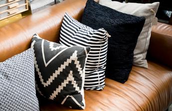 Comment entretenir et nettoyer un salon en cuir ? Les tâches n'ont qu'à bien se tenir …