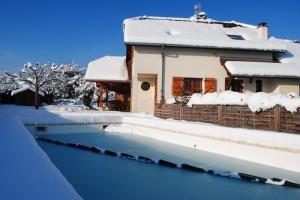 Bien entretenir sa piscine traitement de l eau - Flotteur hivernage piscine ...