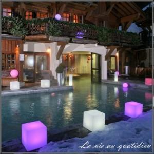 Meubles rétro lumineux sur piscine et éclairage pour piscine