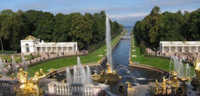 Les fontaines de Peterhof en Russie, la magie opère