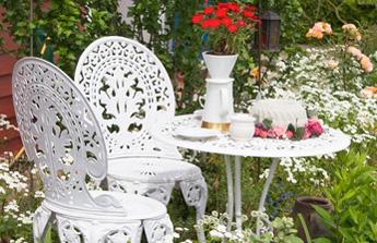 Les tapes pour repeindre un salon de jardin en fer forg blog ma maison mon jardin for Entretien d un salon de jardin en acacia