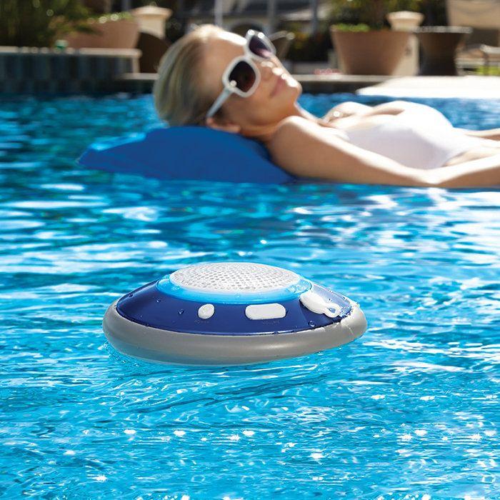 Les 10 accessoires indispensables pour la piscine blog for Accessoires de piscine