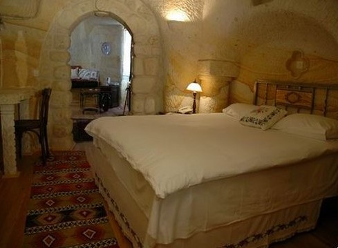 Chambre aménagée dans une grotte en Turquie