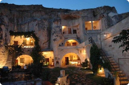 Un hôtel grotte en Turquie des plus originales