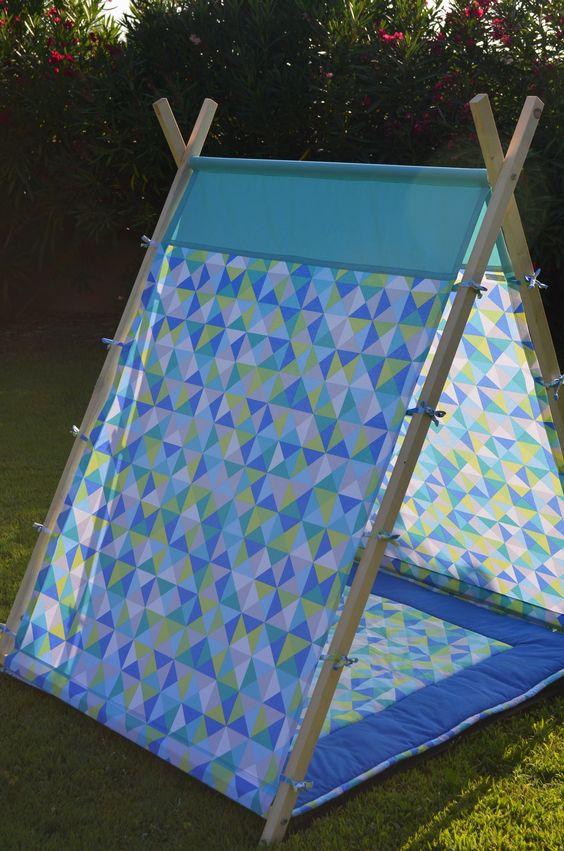 un tupi DIY pour abriter les enfants dans une cabane