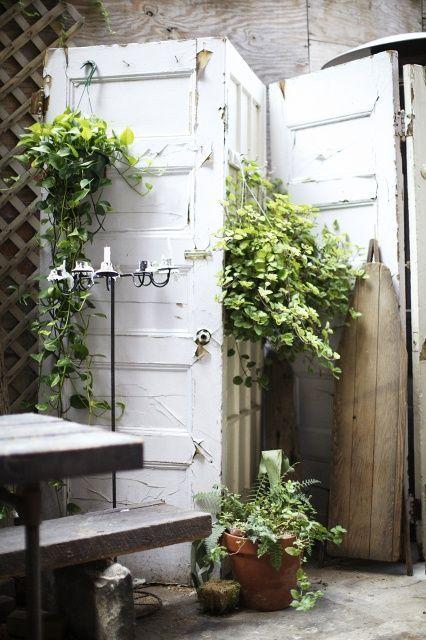 un paravent DIY avec des anciennes portes
