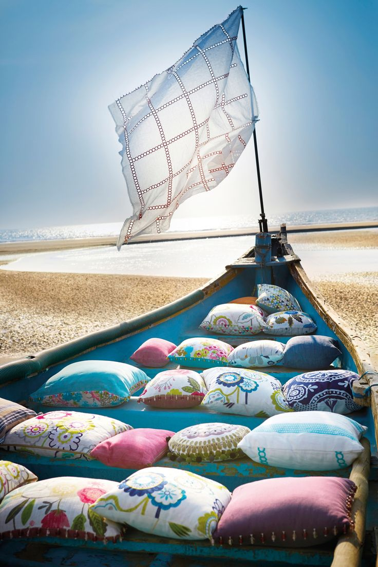 Des coussins, une barque : détente assurée !