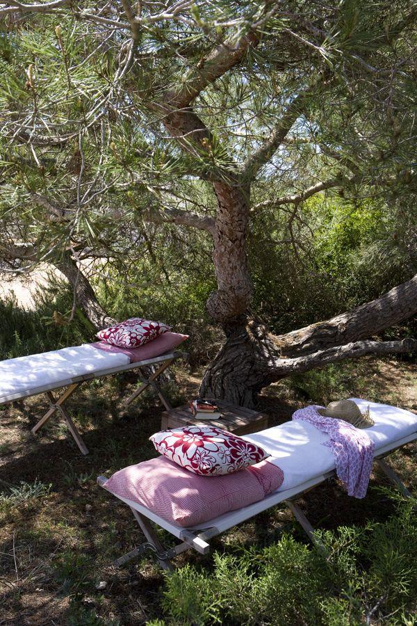 Table de massage installée en extérieur