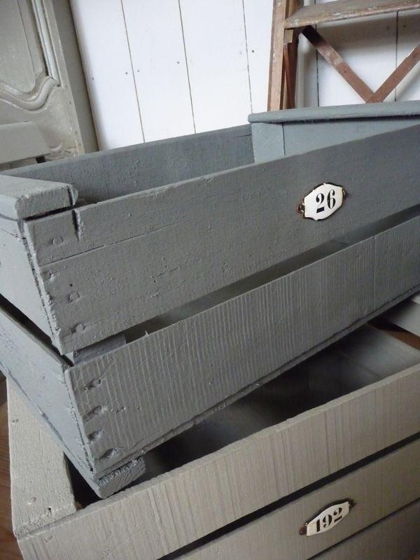 Diy comment construire une caisse de rangement roulettes blog m - Peindre cagette bois ...