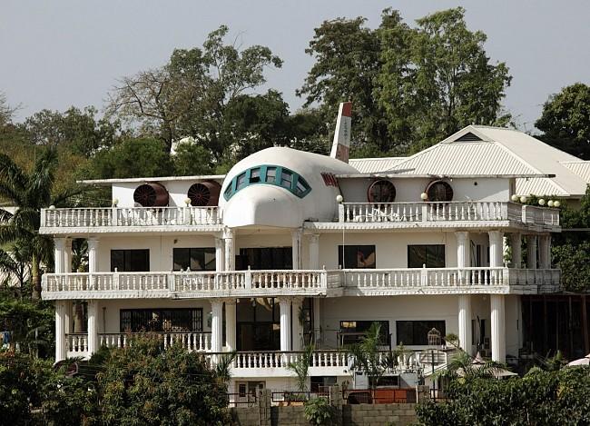 Maison construite en forme d'avion au Nigeria