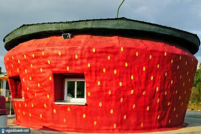 Maison insolite décorée en fraise