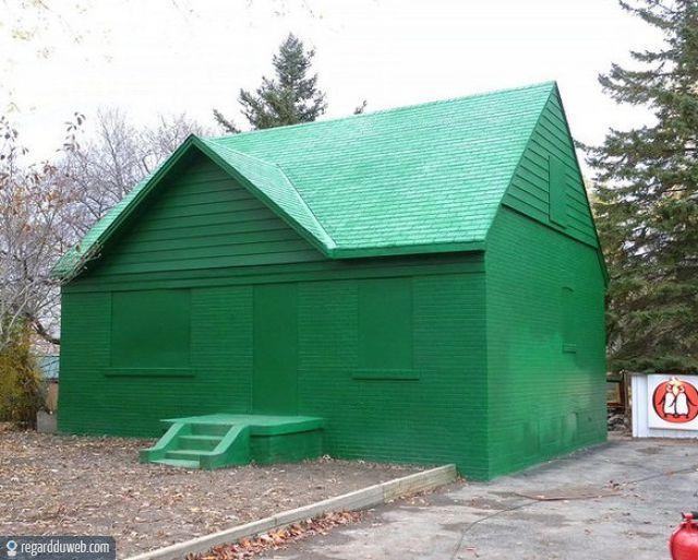 Maison insolite avec façade toute verte