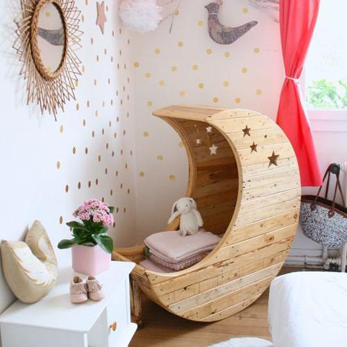 espace bébé chambre rose lune planète