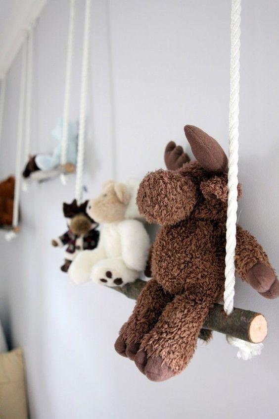 DIY déco balançoire peluches bébé chambre