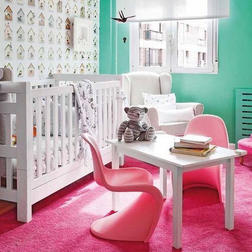 Chambre bébé rose fushia vert deau couleurs vives
