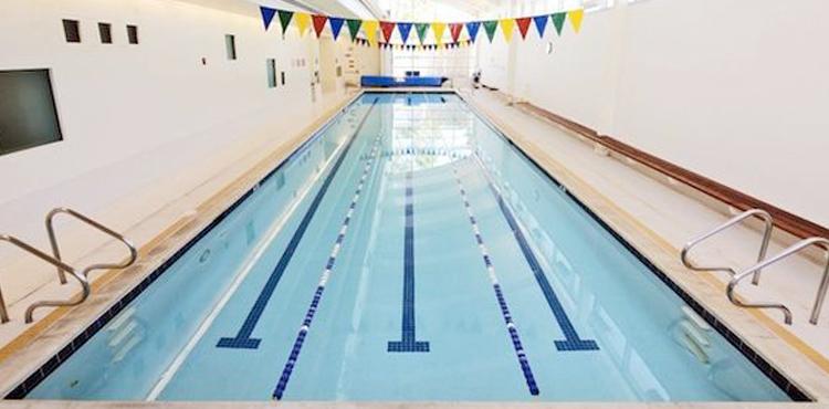 le siège social de Youtube avec piscine intérieure