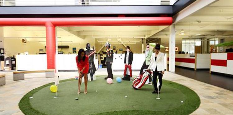 un mini-golf dans les locaux de Youtube