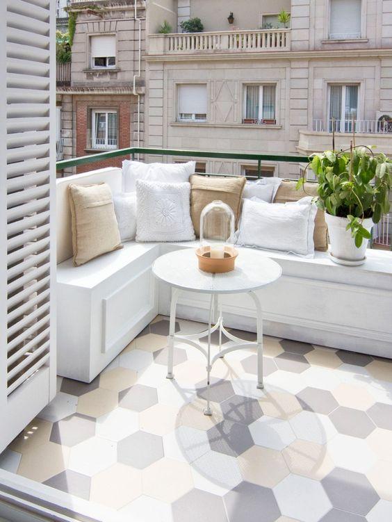 Top 10 des plus belles terrasses en carrelage blog ma - Petit salon pour balcon ...