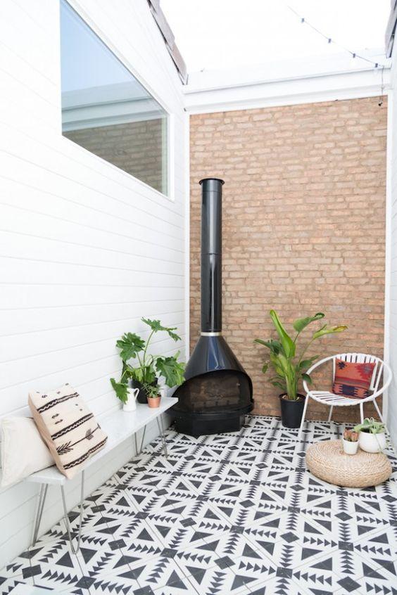 sol de terrasse en carreaux de ciment, original et tendance