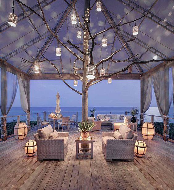 terrasse cosy en bois et pergola devant la mer