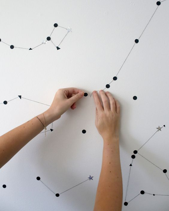 faire une constellation sur le mur avec des stickers