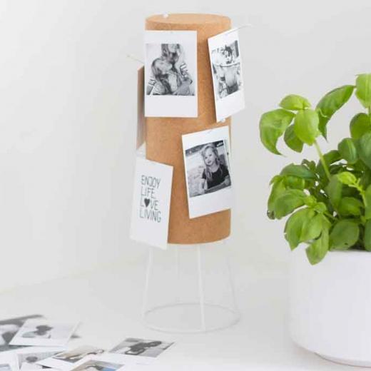 Un porte photos élégant pour décorer une table