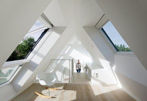 des fenêtres de toit installées pour illuminer les combles