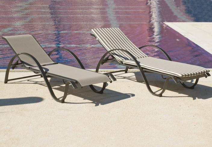 un bain de soleil avec la chaise horizon 12