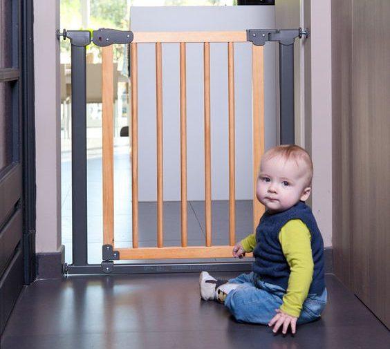 Une barrière de sécurité, un atout obligatoire pour la sécurité de bébé à la maison.