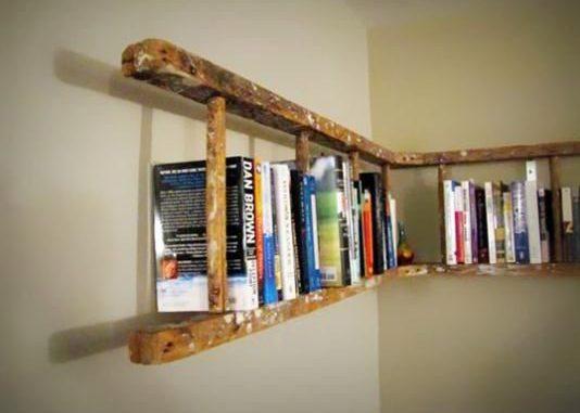 Recyclez une vieille échelle en bois pour vous offrir une étagère originale.