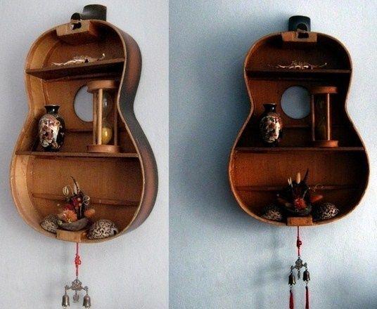Guitares recyclées en étagères bois pour votre déco !