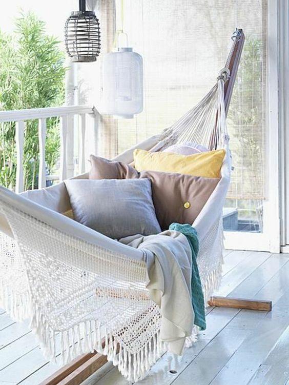 Un hamac sur un balcon