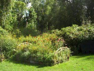 Lit de jardin et lit de fleurs pour aménager votre jardin avec des idées de déco insolite !