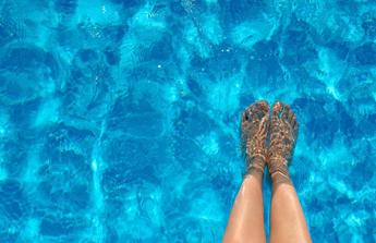un petit bain de pieds dans la piscine