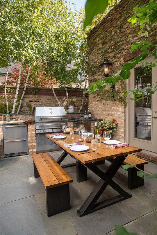 Une cuisine toute équipée dans le jardin, en extérieur