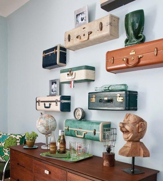 Des valises comme rangement : les étagères valises comme déco insolite.