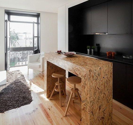 Un ilot de cuisine conçue en dérivé de bois OSB