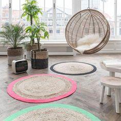 Des tapis ronds et colorés pour la déco intérieure