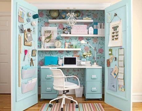 Un bureau caché dans un placard, l'aménagement malin !