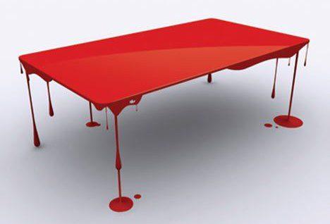 Une table rouge sang pour une déco design étonnante