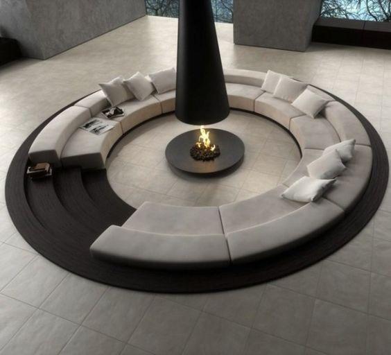 un salon moderne avec canapés encastrables enfoncés dans le sol