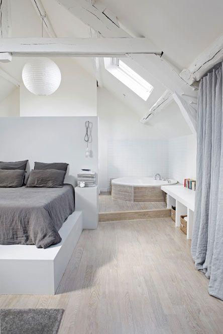 Une chambre zen avec baignoire intégrée, la déco tendance !