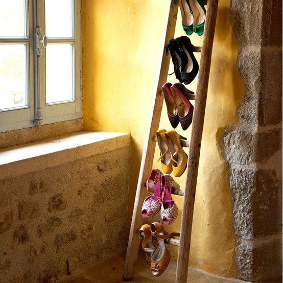 Une échelle comme placard à chaussures