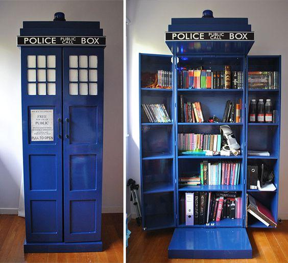 Une cabine téléphonique remplie de livres