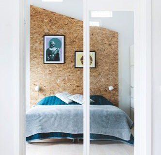 Un lit personnalisé construit à partir de panneaux OSB