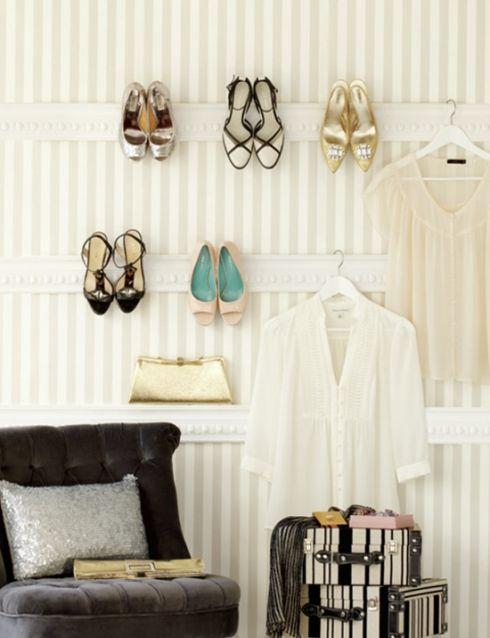 Des fixations au mur pour ranger/pendre les chaussures