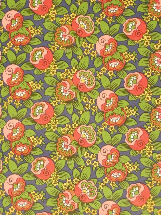 Une tapisserie à fleurs plutôt ringarde