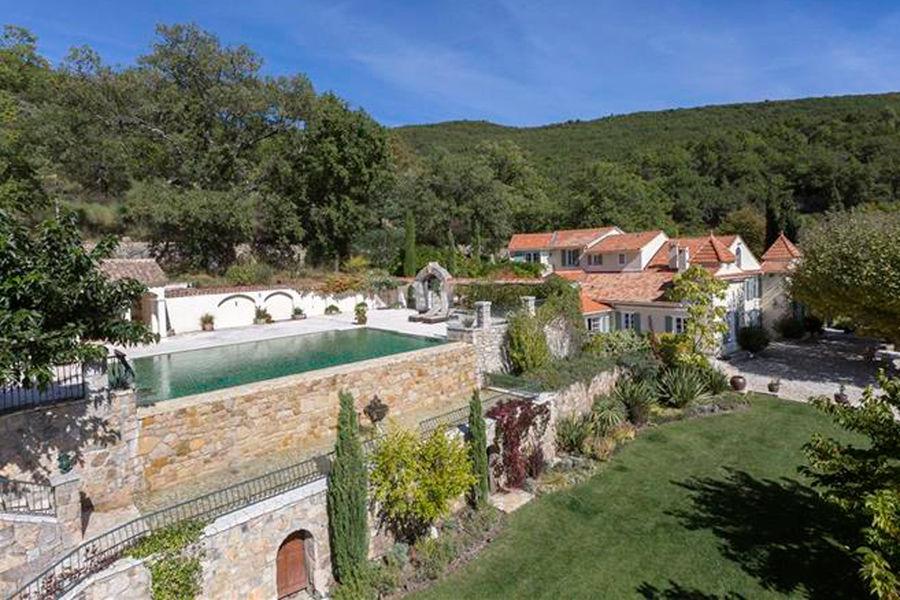 La piscine de la demeure des Beckham dans le Sud de la France